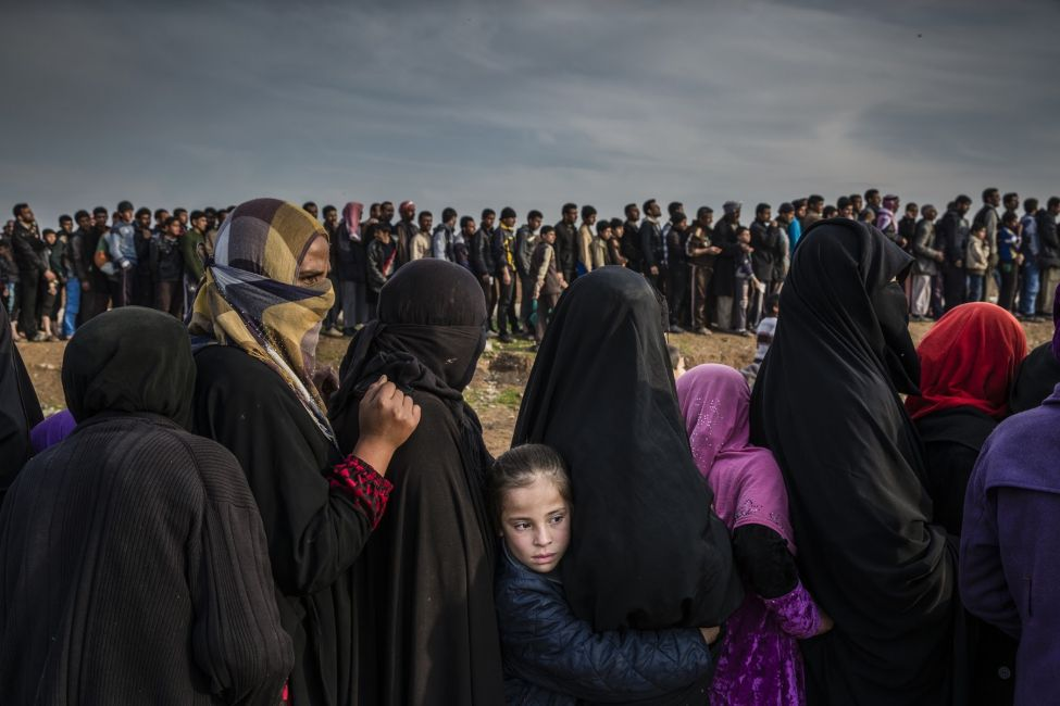 The Battle for Mosul - Lined Up for an Aid Distribution © Ivor Prickett, for The New York Times