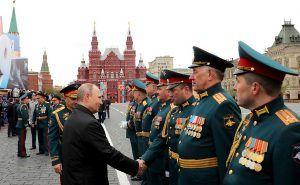 Saludo militar en la Plaza Roja (Kremlin)