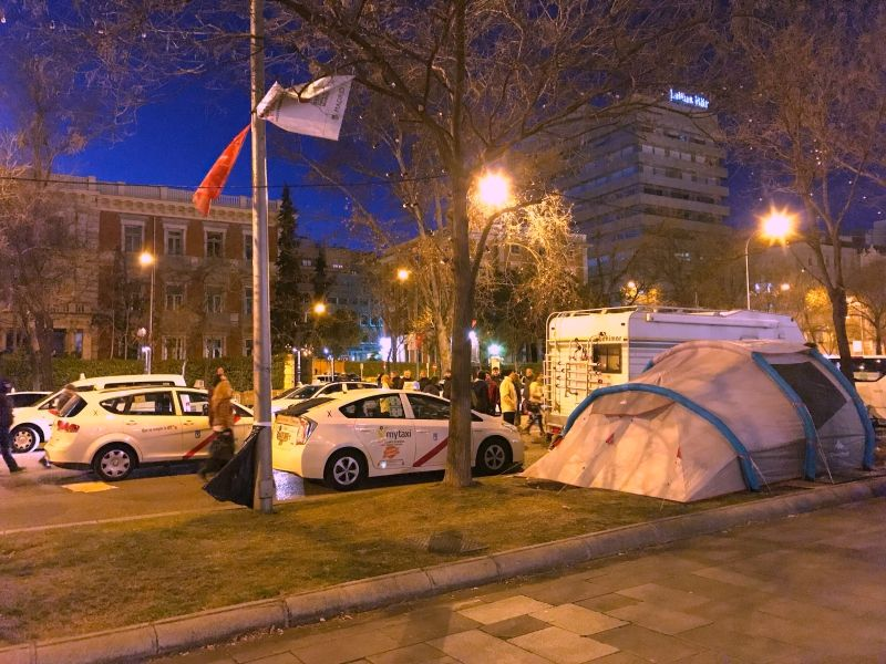 Los taxistas plantaron tiendas de campaña en el Paseo de la Castellana (Madrid)